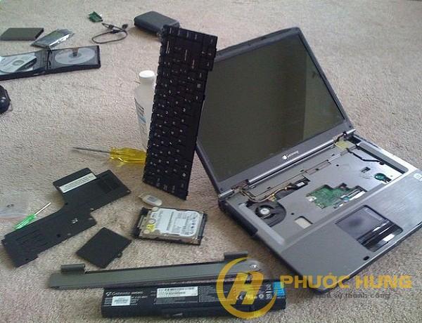 laptop-bi-vao-nuoc