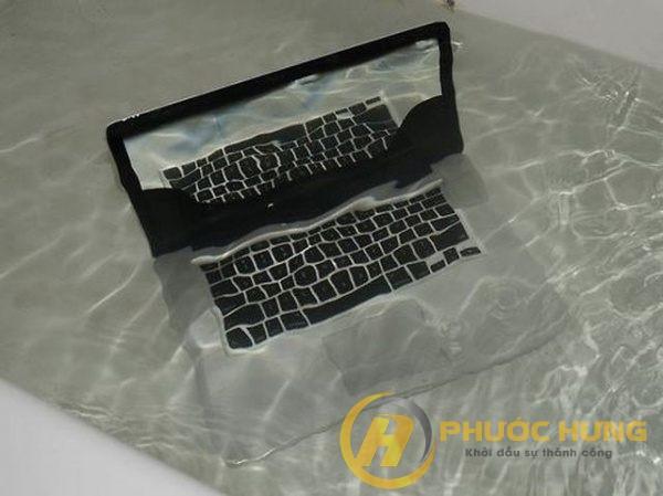 laptop bi vo nuoc phai lam sao
